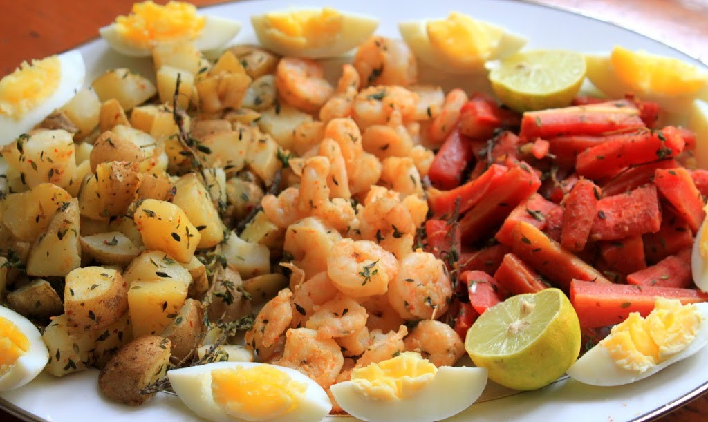 SHRIMP AND VEGETABLE PLATTER WITH GARLIC AIOLI