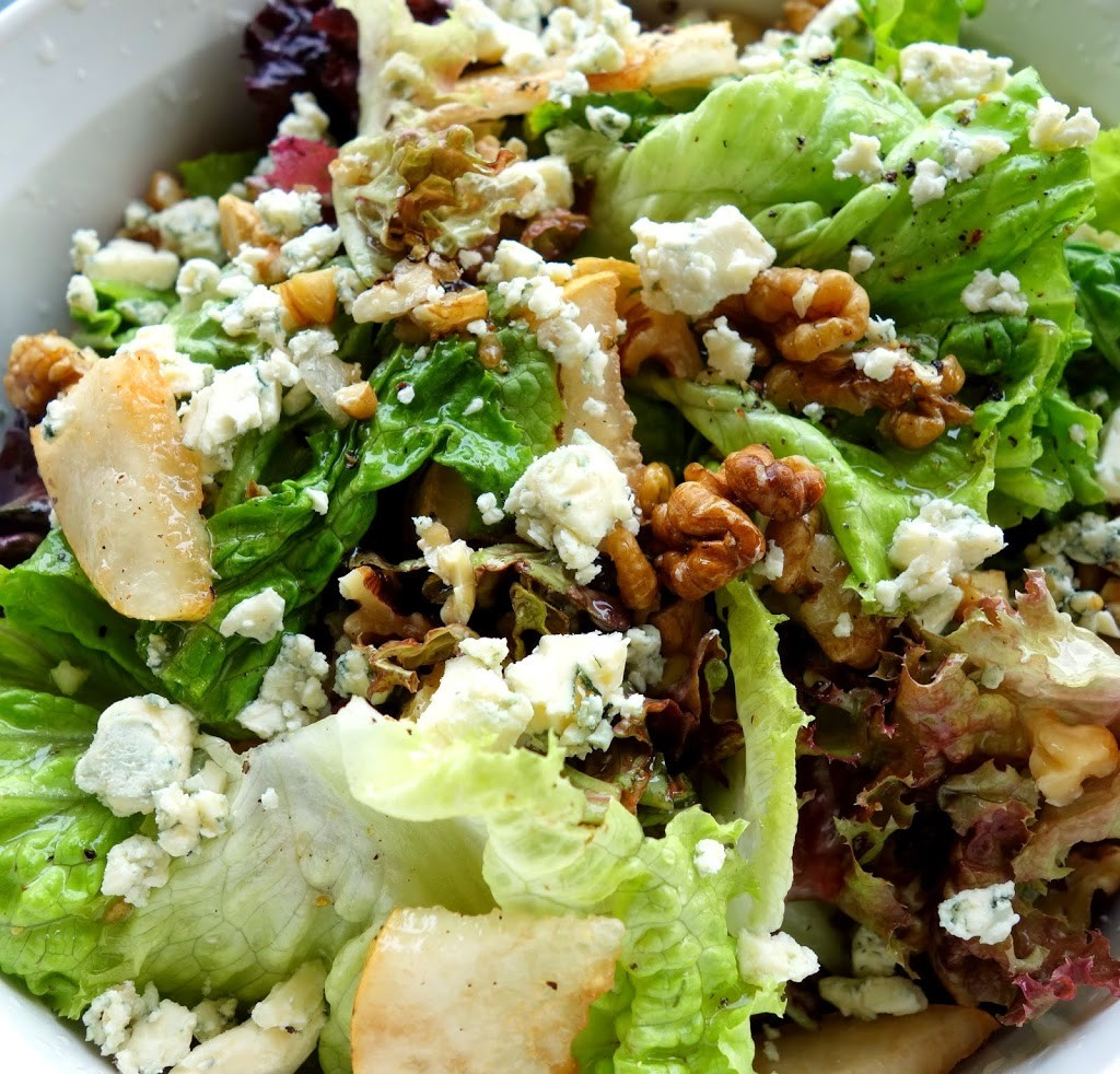RESTAURANT RIP OFF: BIG CHILL'S PEAR, WALNUT, BLUE CHEESE AND SUN DRIED TOMATO SALAD